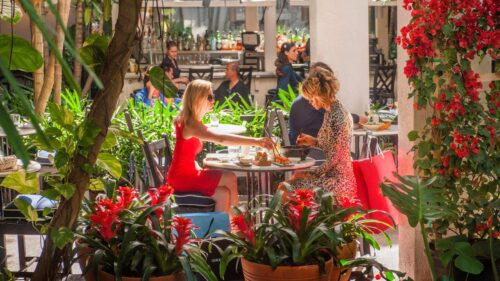 Bringing The Mall Experience Online: Shopping Centers Go Digital